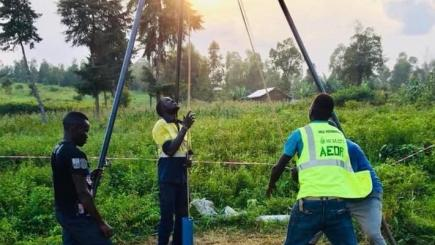 AEDR workers setting up a well in DRC